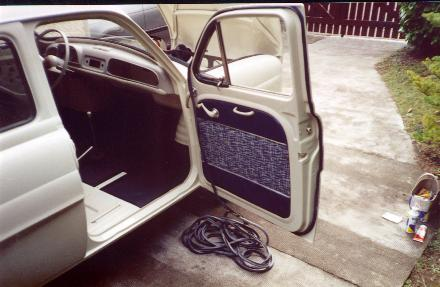 renault dauphine restauration d 39 un mod le de 1960. Black Bedroom Furniture Sets. Home Design Ideas